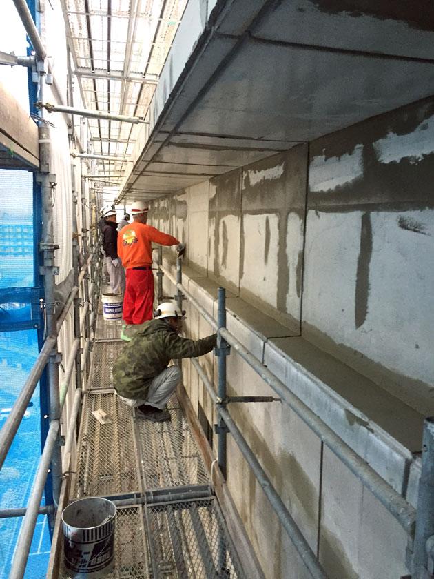壁薄塗補修作業